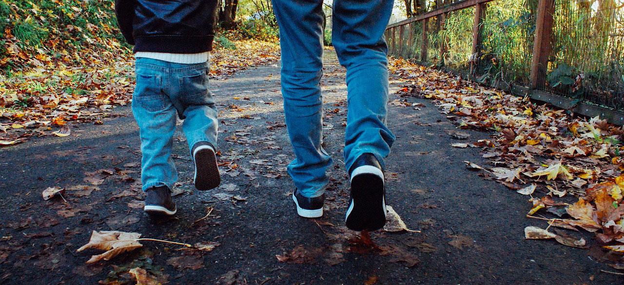 Mi marido está diagnosticado con distrofia miotonica de Steiner (DM 1), pero a nuestro hijo de 18 años le salieron negativas, pero ahora parece que tiene una miopatia en las piernas de un cromosoma diferente que el de su padre. ¿Es esto posible?